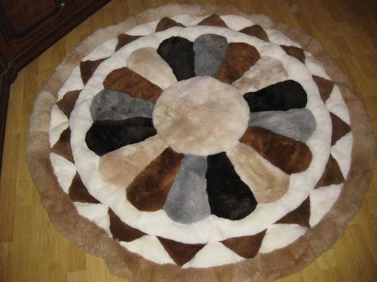 Меховые коврики на пол